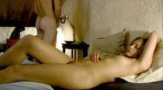Лиззи Брошере снялась голой в фильме «У каждого своя ночь» фото #21