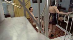Голая Лиззи Брошере в фильме «За осенью следует зима» фото #15