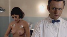 Голая Лиззи Каплан в сериале «Мастера секса» фото #14