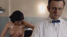 Голая Лиззи Каплан в сериале «Мастера секса» фото #15