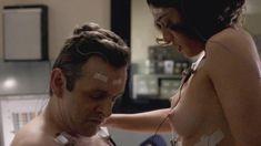 Голая Лиззи Каплан в сериале «Мастера секса» фото #22