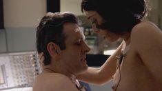 Голая Лиззи Каплан в сериале «Мастера секса» фото #24