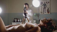 Голая Лиззи Каплан в сериале «Мастера секса» фото #27