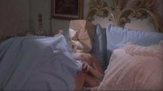 Голая грудь Линды Блэр в фильме «Ночной патруль» фото #3