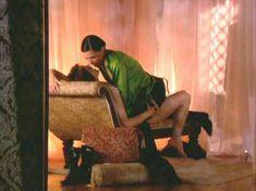 Линда Бойд засветила голую грудь в сериале «Блаженство» фото #2