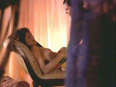 Линда Бойд засветила голую грудь в сериале «Блаженство» фото #4