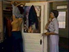 Линда Картер засветила голую грудь в фильме Bobbie Jo and the Outlaw фото #1