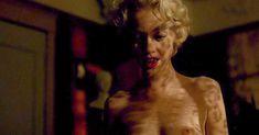 Аппетитная Линди Бут показала голые грудь и попу в фильме Century Hotel фото #6