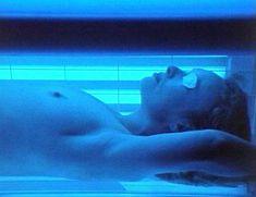 Голая Линдси Дункан в сериале «Траффик» фото #1
