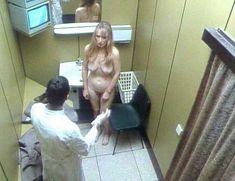 Голая Линдси Дункан в сериале «Траффик» фото #12