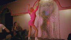 Голая Линни Куигли в фильме «Голливудские шлюхи с бензопилами» фото #1