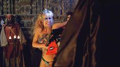 Голая Линни Куигли в фильме «Голливудские шлюхи с бензопилами» фото #10