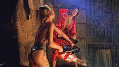 Голая Линни Куигли в фильме «Голливудские шлюхи с бензопилами» фото #11