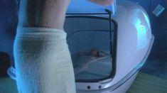 Голая Лора Линни в сериале «Городские истории» фото #9