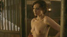 Голая Лора Хэддок в сериале «Демоны Да Винчи» фото #9