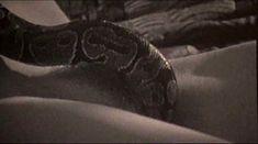 Голая Лоредана Канната в фильме «Пожирательница мужчин» фото #56