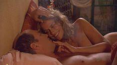 Лорен Хаттон показала голую грудь в фильме «Мальчик» фото #1