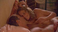 Лорен Хаттон показала голую грудь в фильме «Мальчик» фото #2