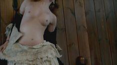 Голая Лотта Вербек в сериале «Чужестранка» фото #6