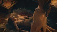Голая Люси Лоулесс в сериале «Спартак. Боги арены» фото #1