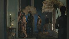 Голая Люси Лоулесс в сериале «Спартак. Кровь и песок» фото #15