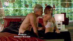 Голая Мадлен Уэст в сериале «Наслаждение» фото #25