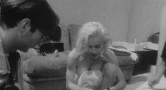 Голая Мадонна в фильме «В постели с Мадонной» фото #5