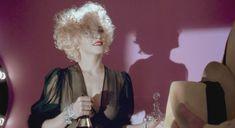 Мадонна засветила грудь в фильме «Дик Трэйси» фото #4