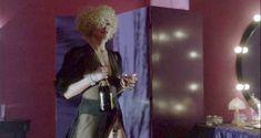 Мадонна засветила грудь в фильме «Дик Трэйси» фото #7