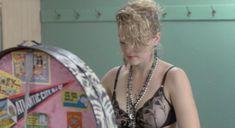 Мадонна засветила соски в фильме «Отчаянно ищу Сьюзэн» фото #4