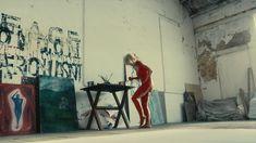 Голая МайАнна Бёринг в сериале «Белая жара» фото #1