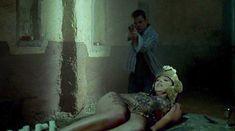 Голая Мариса Рамирес в фильме «Город смерти» фото #6