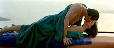 Голая грудь Марии де Медейруш в фильме «Золотые яйца» фото #8