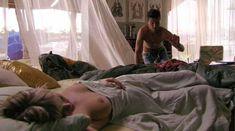 Голая Марсей Монро в фильме «Добро пожаловать в рай! 2. Риф» фото #3