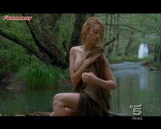 Голая Мартина Стелла в сериале «Черная стрела» фото #3