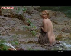 Голая Мартина Стелла в сериале «Черная стрела» фото #4