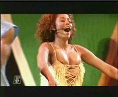 Красотка Мелани Браун засветила грудь на выступлении The Spice Girls фото #2
