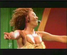 Красотка Мелани Браун засветила грудь на выступлении The Spice Girls фото #3