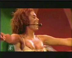 Красотка Мелани Браун засветила грудь на выступлении The Spice Girls фото #4