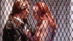 Голая Мелинда Кларк в фильме «Возвращение живых мертвецов 3» фото #9
