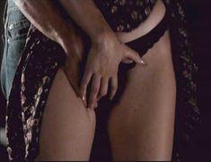 Голая Мелинда Кларк в фильме «Слияние двух лун 2. Возвращение» фото #5