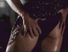Голая Мелинда Кларк в фильме «Слияние двух лун 2. Возвращение» фото #6