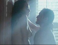 Голая Мелинда Кларк в фильме «Слияние двух лун 2. Возвращение» фото #10