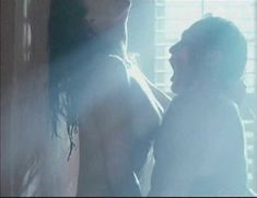 Голая Мелинда Кларк в фильме «Слияние двух лун 2. Возвращение» фото #11