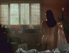 Голая Мелинда Кларк в фильме «Слияние двух лун 2. Возвращение» фото #14