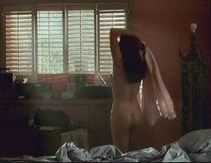 Голая Мелинда Кларк в фильме «Слияние двух лун 2. Возвращение» фото #15