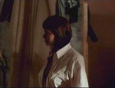Голая Мелинда Кларк в фильме «Слияние двух лун 2. Возвращение» фото #16