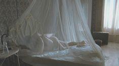 Голая Мена Сувари в фильме «Эдемский сад» фото #3
