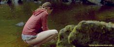 Голая грудь Мии Гот в фильме «Специалист по выживанию» фото #19