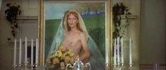 Миа Фэрроу засветила голую грудь в фильме «Свадьба» фото #2